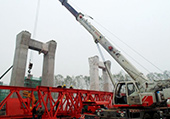 一局芜湖长江公路二桥项目提梁站架桥机开始拼装